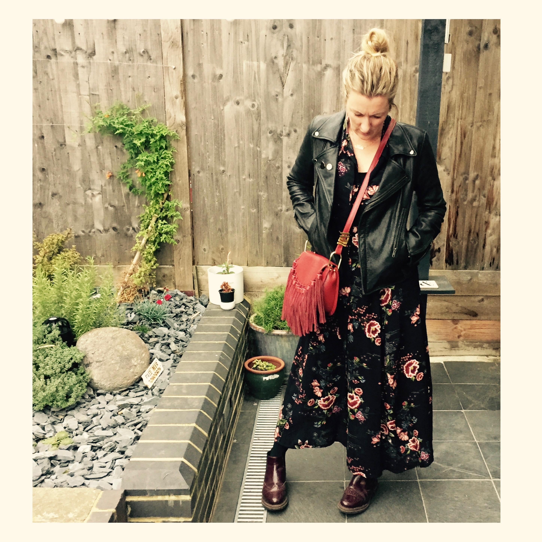 long-floral-dress-fringe-handbag-chelsea-boots